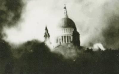 b2ap3_thumbnail_St-Pauls-Cathedral-under-fire.jpg